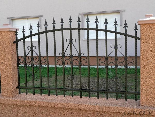 kovana ograda sa šiljcima